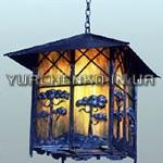 Изящный стилизованный фонарь с коваными растительными элементами