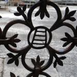 Фрагмент старинной кованой ограды