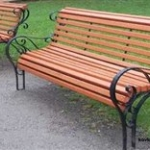 Кованые скамейки как актуальный предмет современного интерьера