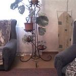 Кованные цветочницы - великолепное украшение любого интерьера