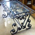 Кованый столик из камня и стекла