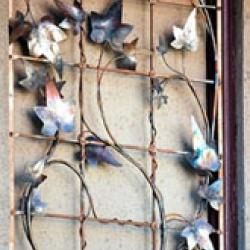 Кованая решетка с использованием растительного орнамента