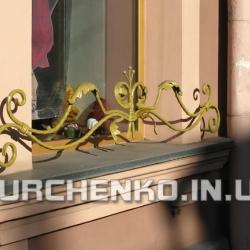 Сейчас готовые кованые изделия часто покрывают краской под цвет меди или золота